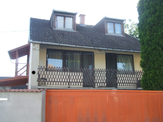 House with 6 rooms and a car polish service for sale at a good price in quiet street in Bogyisz - 1/5