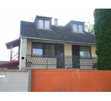 House with 6 rooms and a car polish service for sale at a good price in quiet street in Bogyisz
