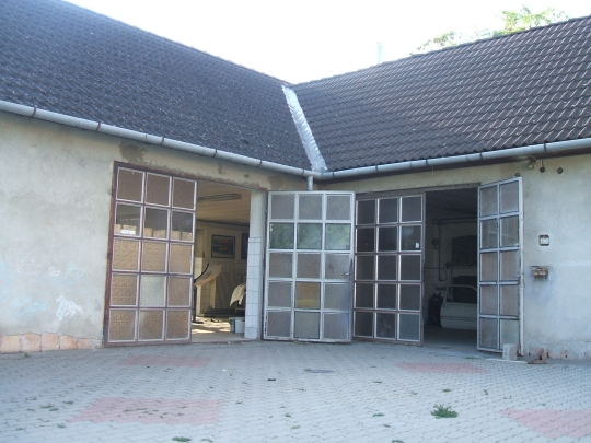 House with 6 rooms and a car polish service for sale at a good price in quiet street in Bogyisz - 2/5