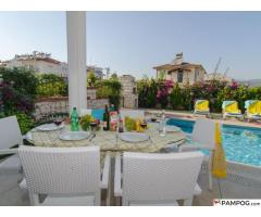 Private Villa with Private Pool - 10mins walk to beach