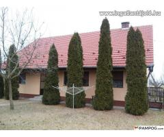 Family house (for sale) with agricultural and industrial buildings